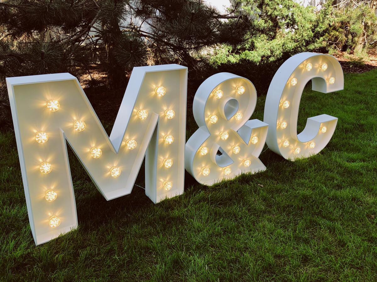 Podświetlane inicjały na wesele - cały alfabet.