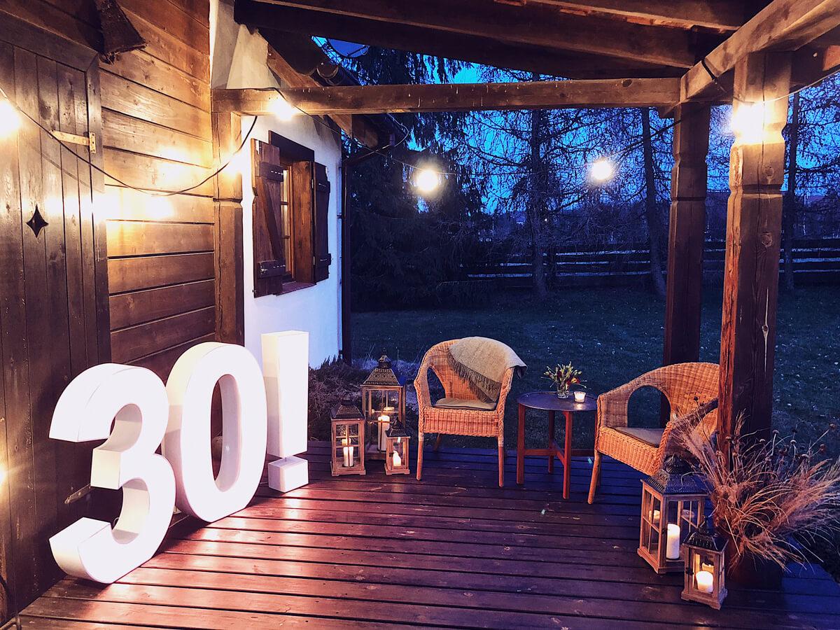 Dekoracje świetlne na przyjęcie